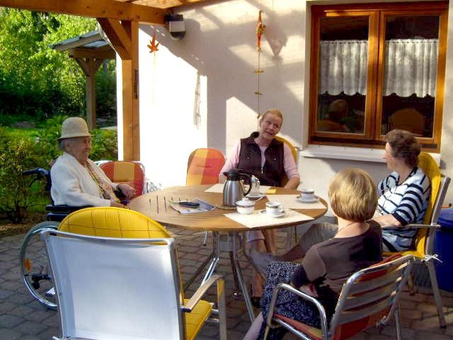 die philosophie oder das konzept einer wohngemeinschaft. Black Bedroom Furniture Sets. Home Design Ideas